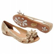 Ginnifer Shoes (Oro) - Women's Shoes - 8.0 M